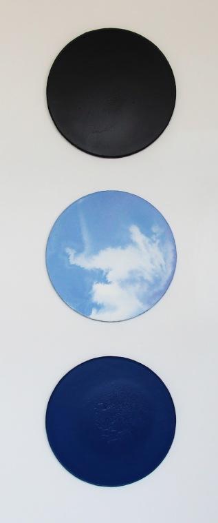 Am Anfang war der Klang_Soo Youn Kim_02MIracle_Wasserteilung, 3teilig, Acryl auf Leinwand, 50cm Diameter, 2015