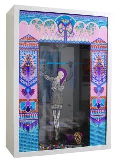 Maika Hagino - Gender Cross III - 2016 - Tinte und Acryl auf Karton, Objekte - 77 x 107 x 36 cm