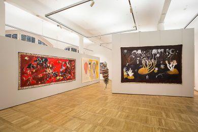 """Ausstellungsansicht """"Der unerledigte Gobelin"""". Foto: Matthias Ritzmann"""